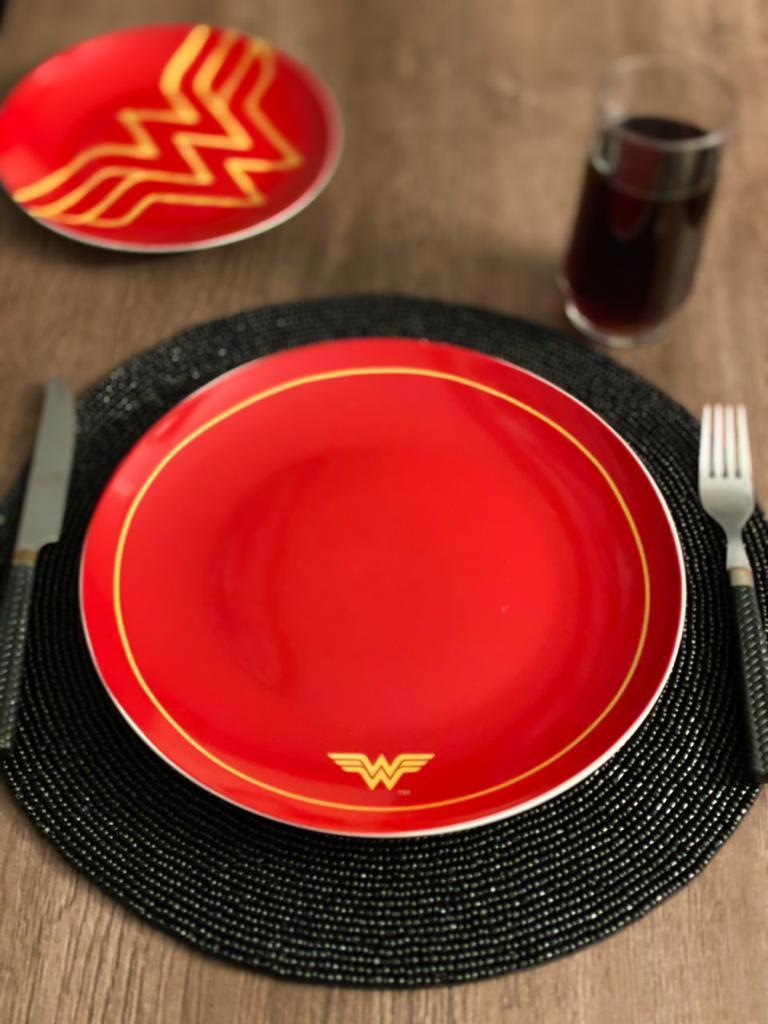 Kit 2 Pratos Rasos Logo Mulher-Maravilha (Wonder Woman): DC Comics - Urban