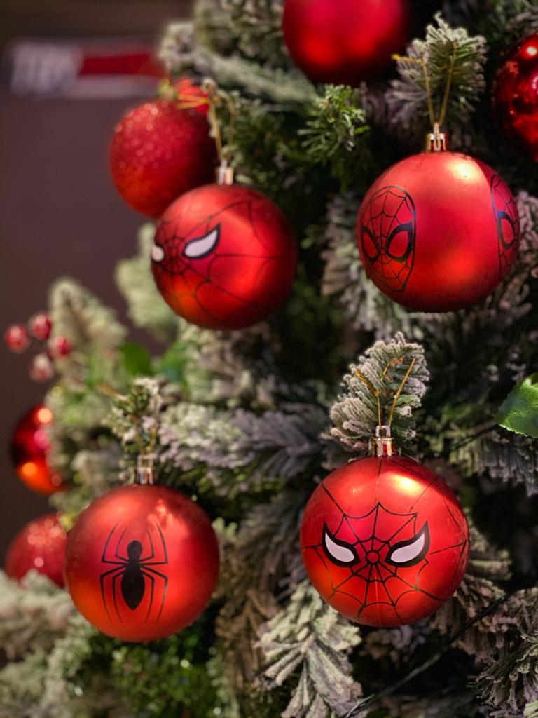 Kit Com 4 Bolas Enfeite Árvore de Natal Geek Homem Aranha (Grande 8cm): Marvel