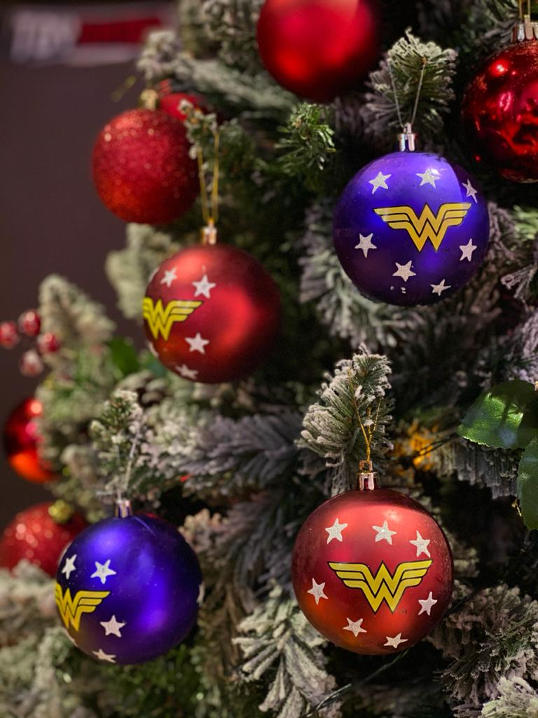 Kit Com 4 Bolas Enfeite Árvore de Natal Geek Mulher Maravilha (Grande 8cm): DC Comics
