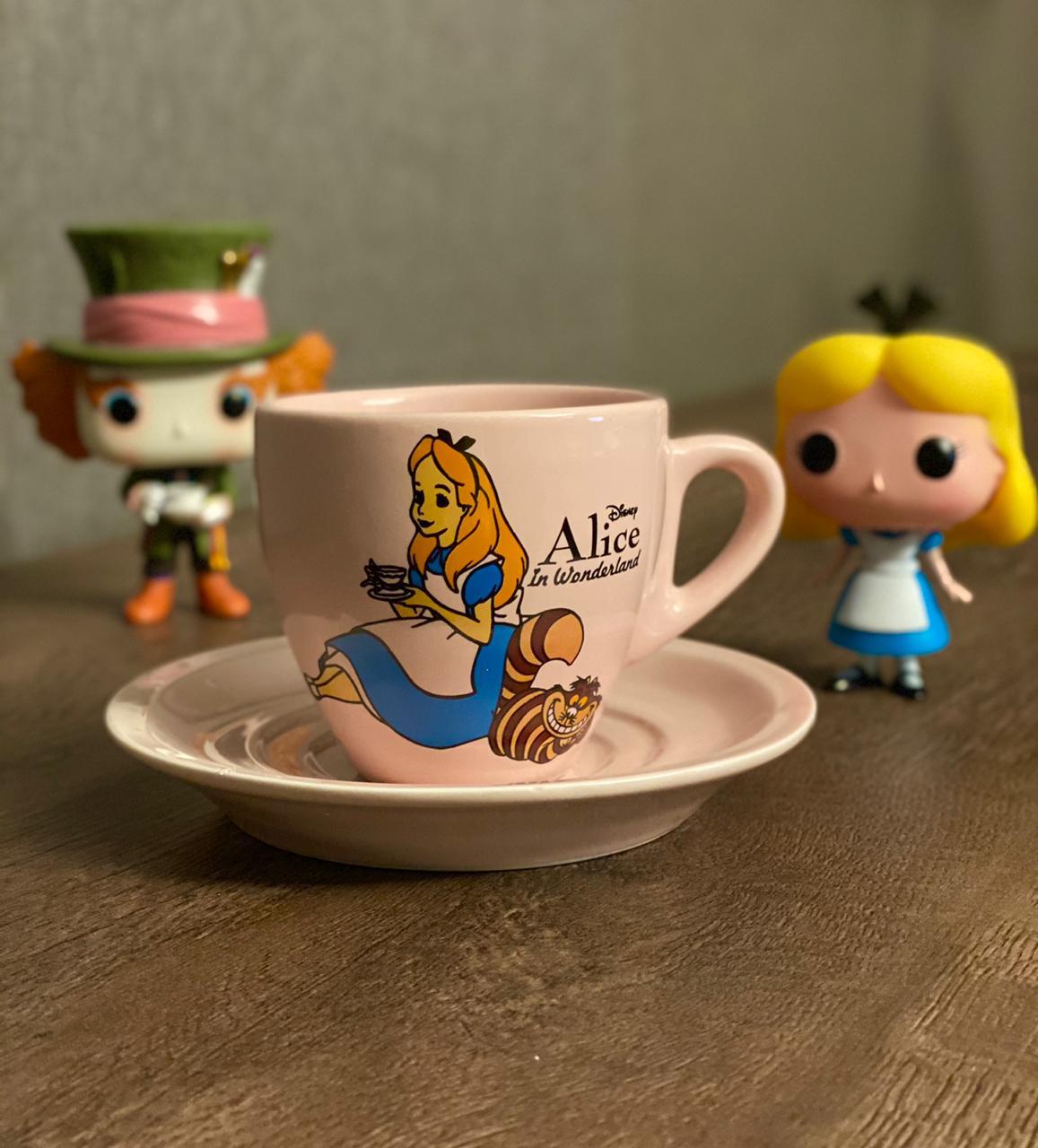 Kit Conjunto Café Da Manhã Alice: Alice No País Das Maravilhas (Xícara, Bule e Açucareiro)
