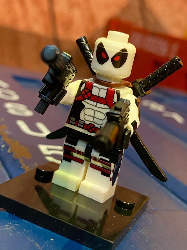 LEGO DeadPool (Traje Branco) - Marvel