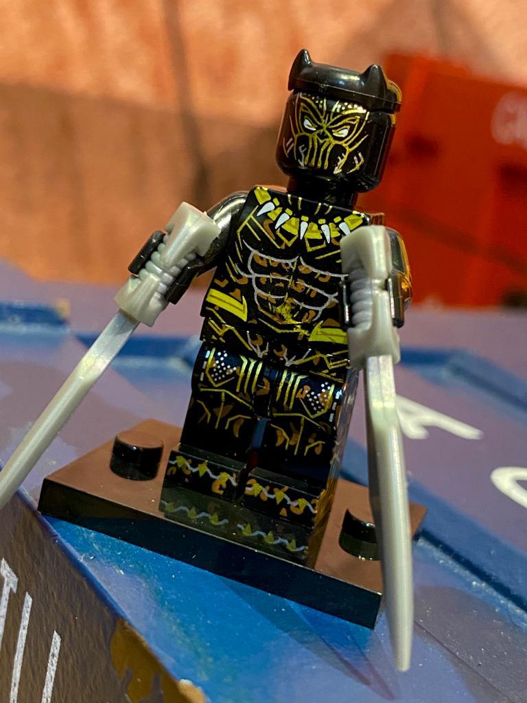 LEGO Jaguar Dourado - Marvel