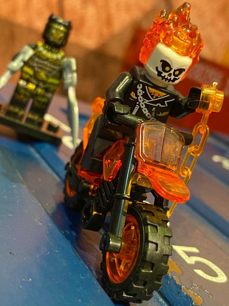 "LEGO ""Motoqueiro Fantasma"" (Ghost Rider) - Marvel"
