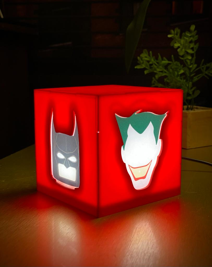 Luminária/Abajur De Mesa Cubo Batman e Coringa Joker: Lego Batman e Animated Series - DC Comics - EV