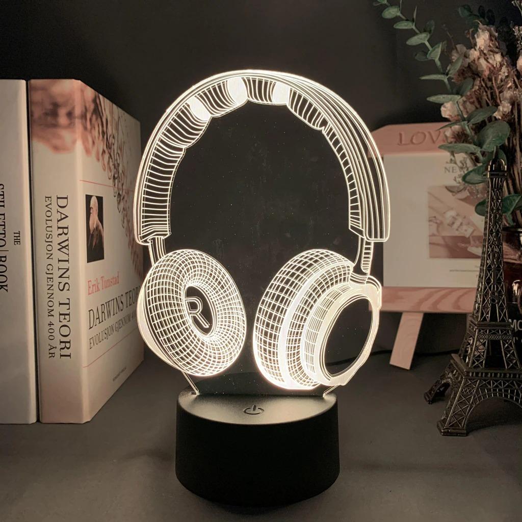 Luminária/Abajur Fone de Ouvi HeadPhone Ilusão Efeito 3D 16 Cores com Controle - EVALI
