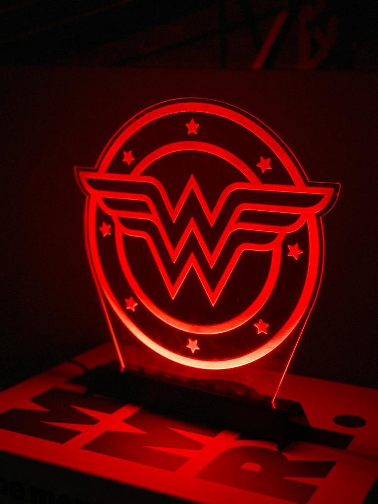 Luminária/Abajur: Logo Mulher Poderosa