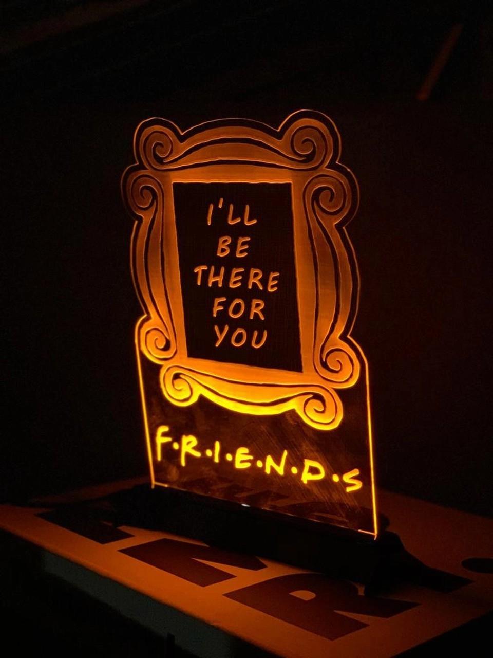 Luminária/Abajur Moldura Amigos Friends - EV