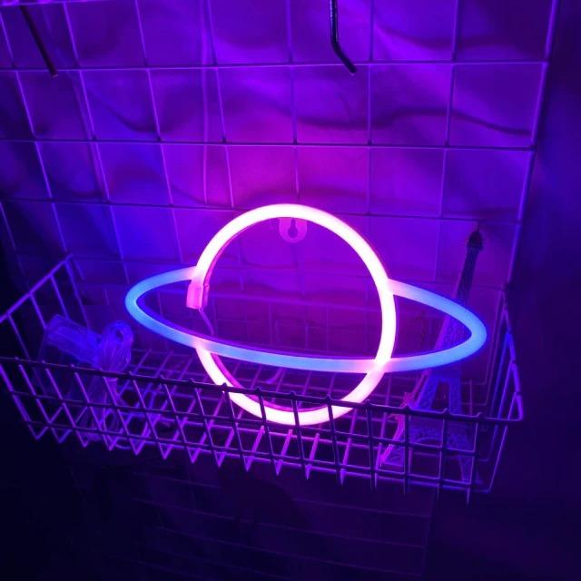 Luminária Abajur Neon Led Planeta Saturno 30 Cm Rosa E Azul - EVALI