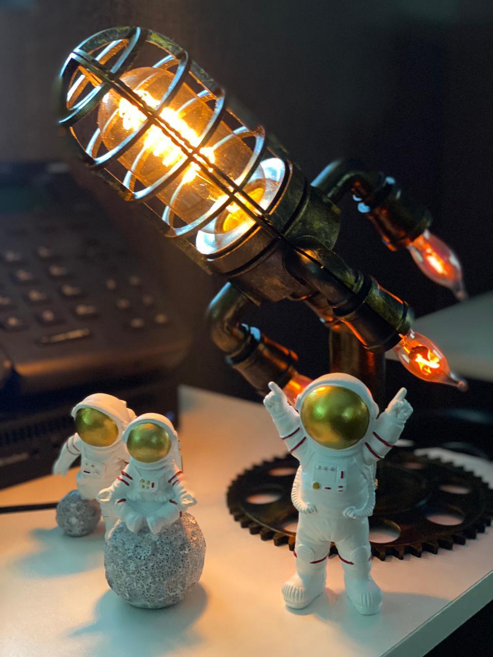 Luminária Nasa Foguete Nave Espacial Rocket Lamp Steampunk Astronauta de Mesa Decorativa