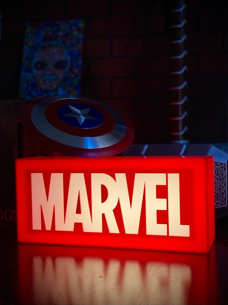 Luminária Logo Marvel (The First Ten Years): Marvel Studios - EV