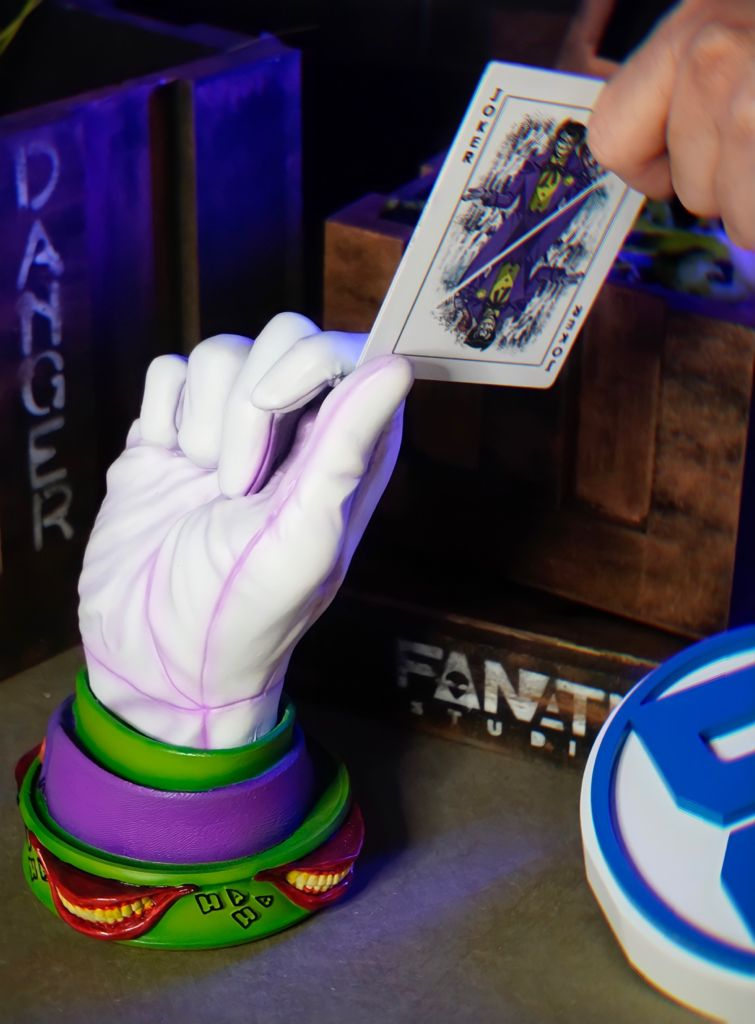 Luva Decorativa Mão Coringa Joker Branca - EV