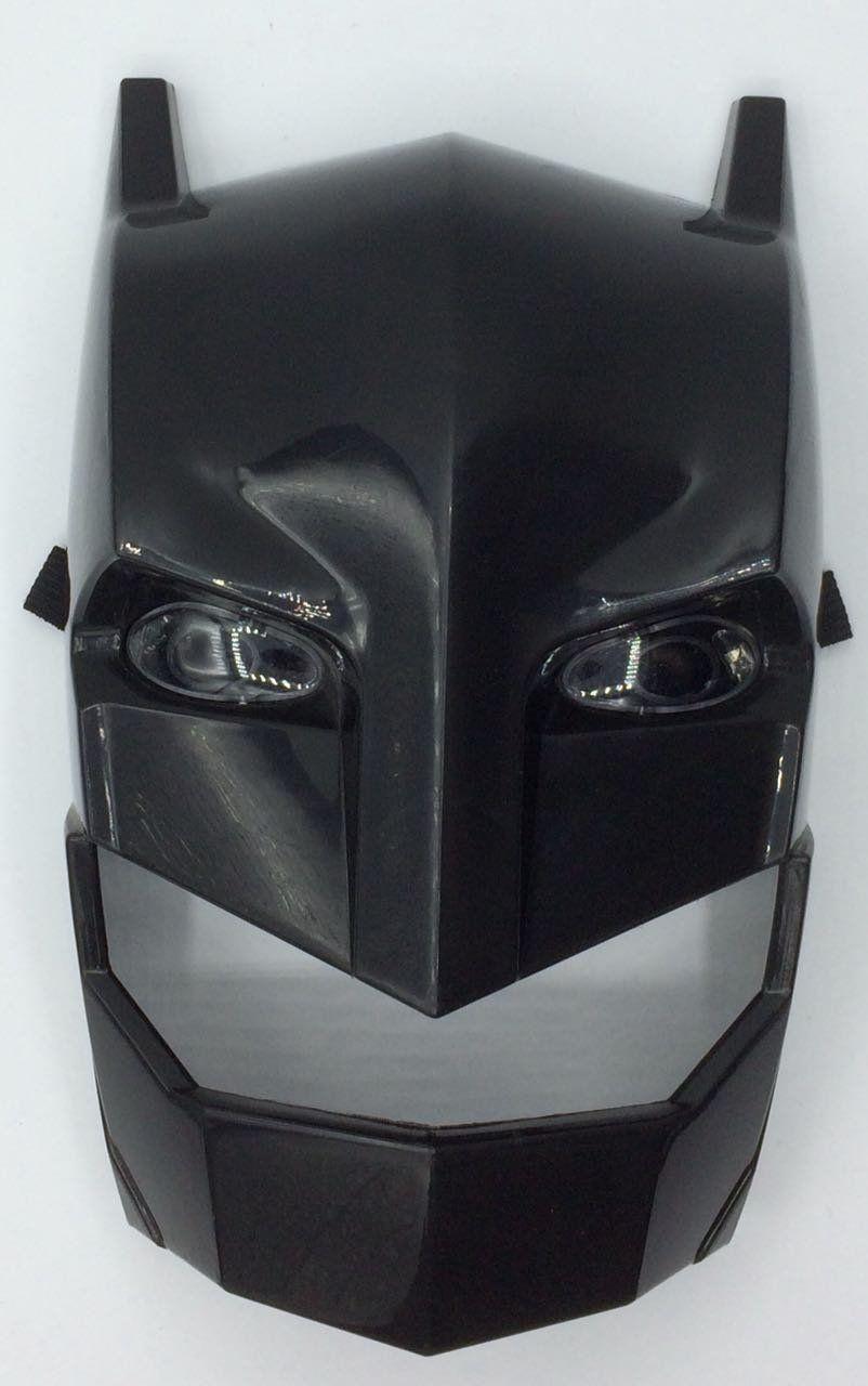 Máscara Batman Armored: Batman Vs Superman (Luz e Som)