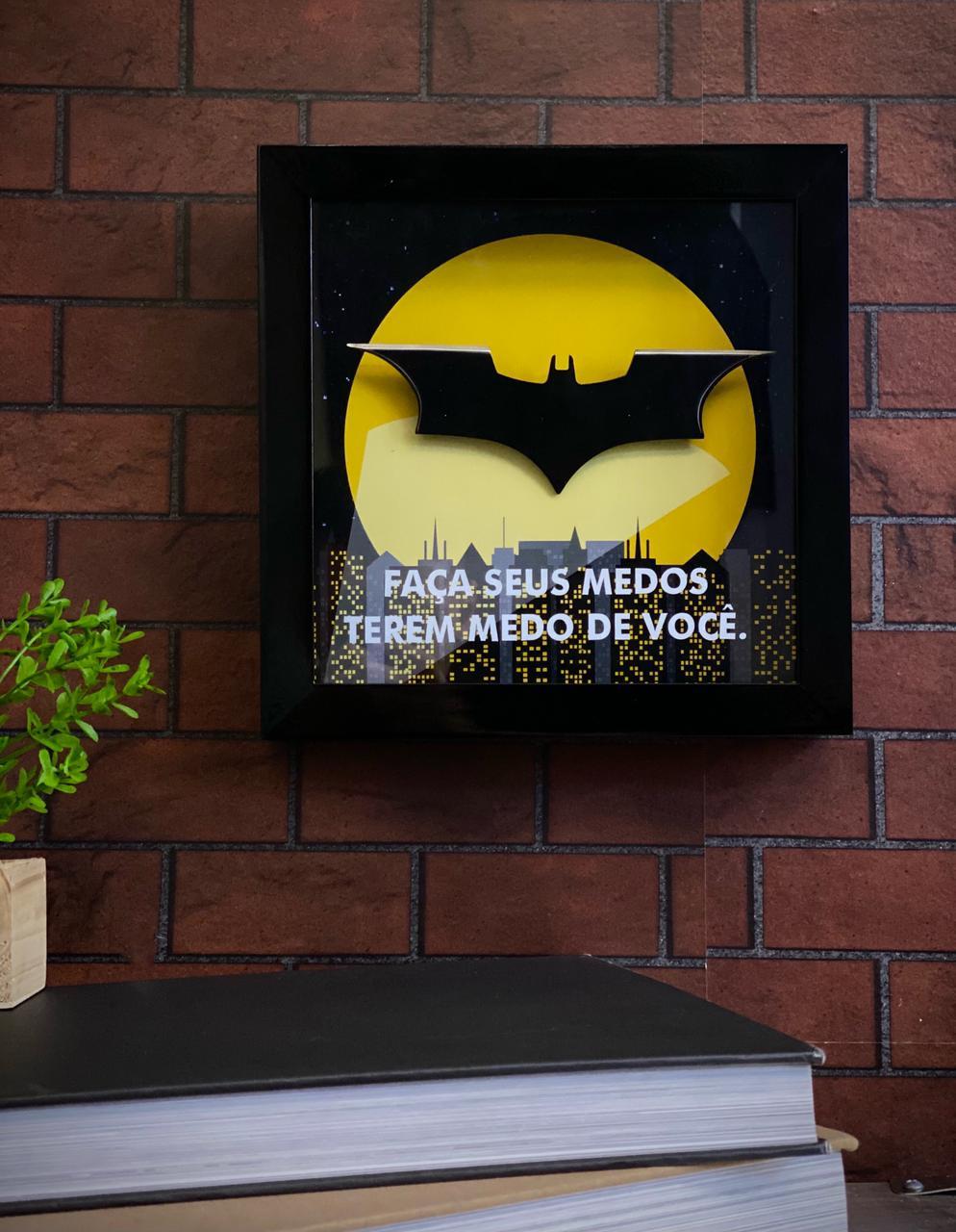 Máscara Com Caixa Batsinal Faça Seus Medos Terem Medo de Você: Batman DC Comics
