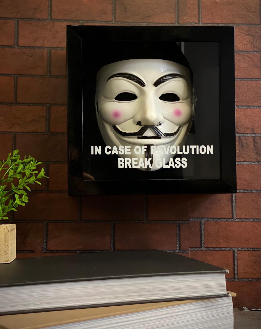 Máscara Com Caixa Guy Fawkes Em Caso de Revolução Quebre o Vidro In Case Of Revolution Break The Glass: V De Vingança
