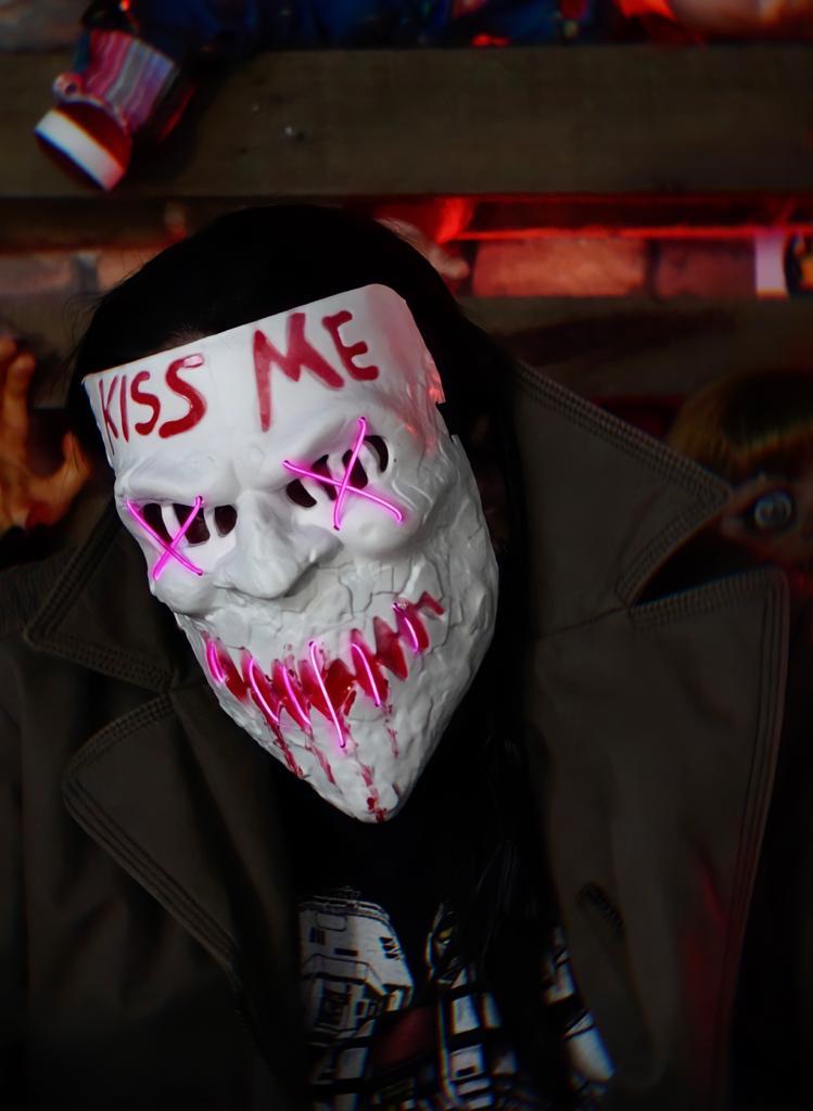 Máscara Com LED Kiss Me Roxo: Uma Noite de Crime The Purge Terror Halloween Dia das Bruxas