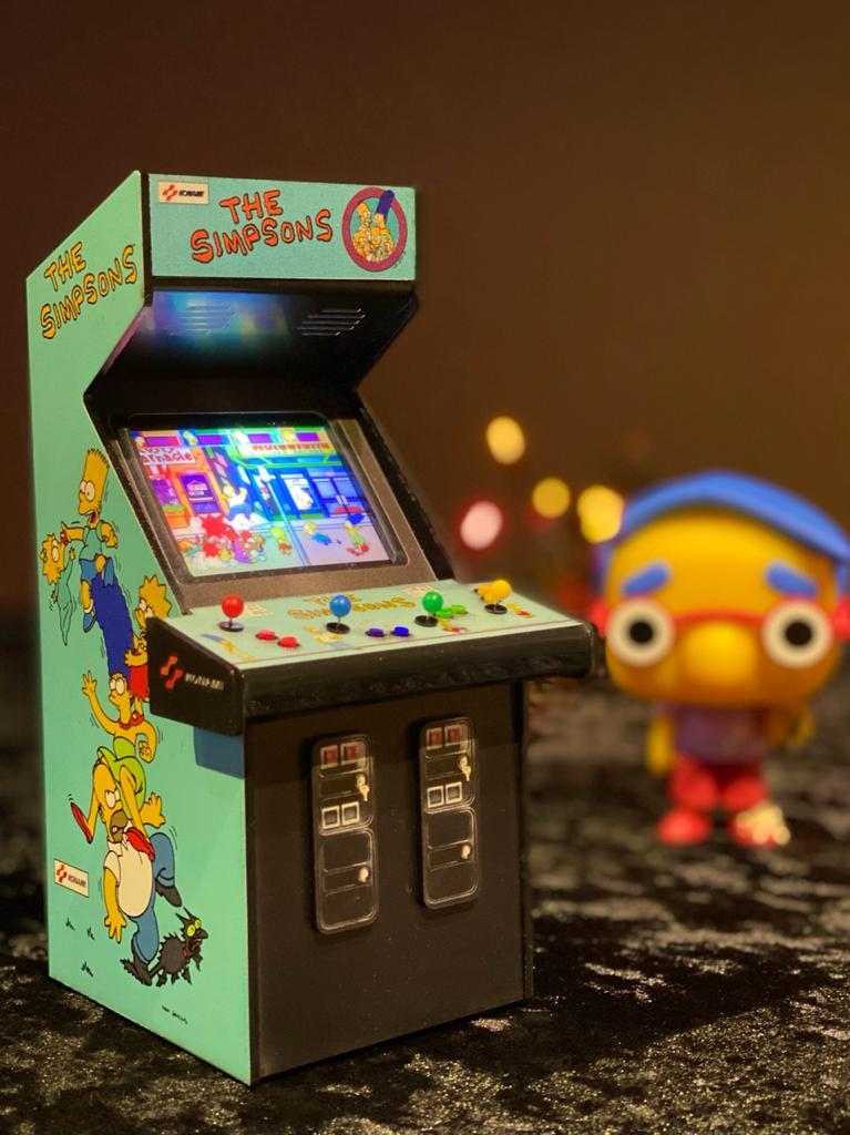 Mini Arcade Bartop Fliperama Decorativo: Simpsons