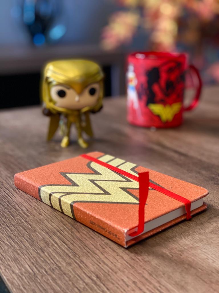 Mini Caderneta de Anotações: Mulher Maravilha Gold Logo Glitter Vermelho (A6) - Urban