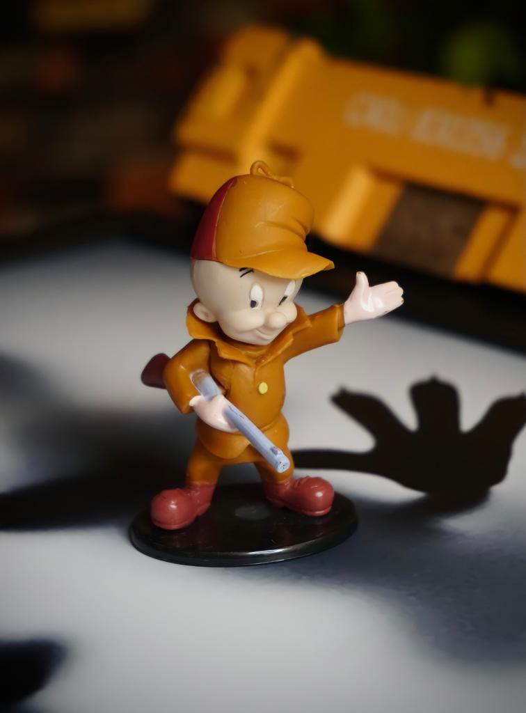 Mini Estátua Colecionável Hortelino Elmer Fudd: Looney Tunes - EVALI