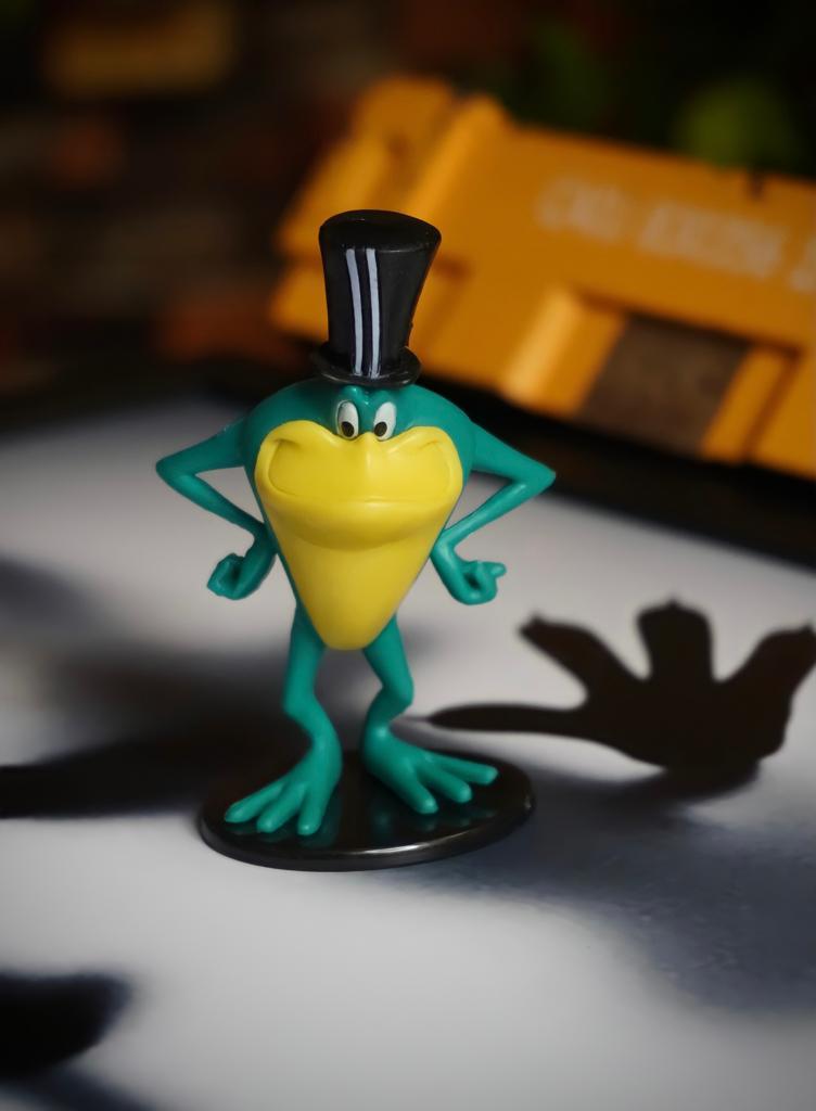 Mini Estátua Colecionável Michigan J. Frog: Looney Tunes - EVALI
