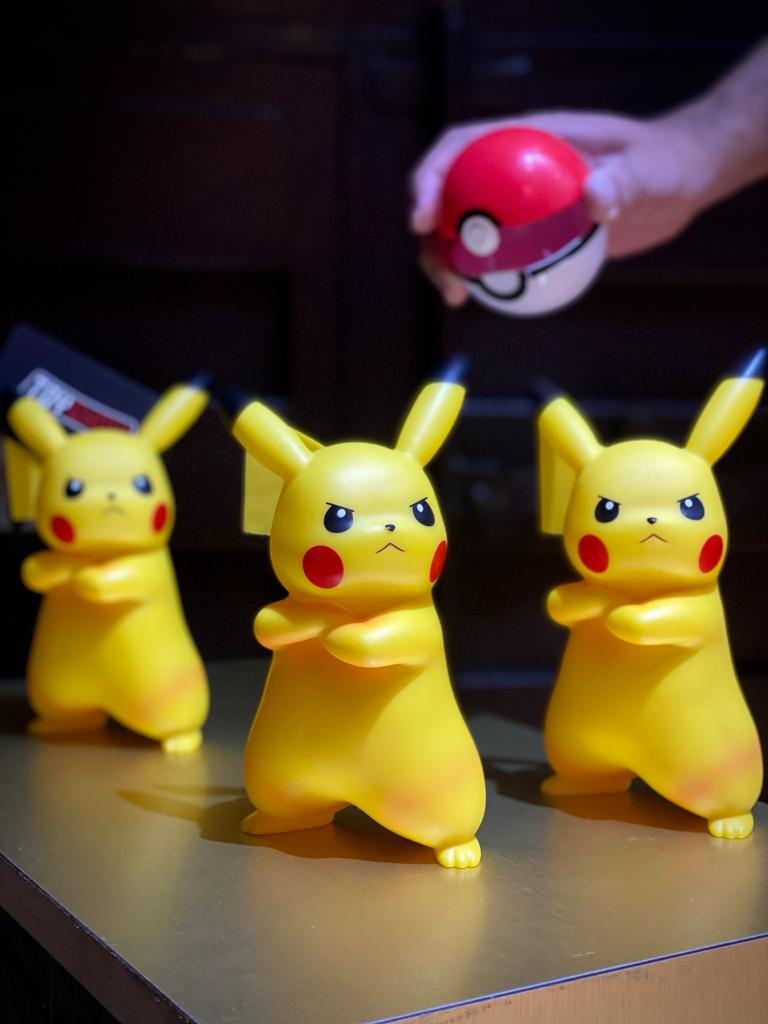 Mini Figura Estátua Pikachu Irritado Pokémon 18 cm