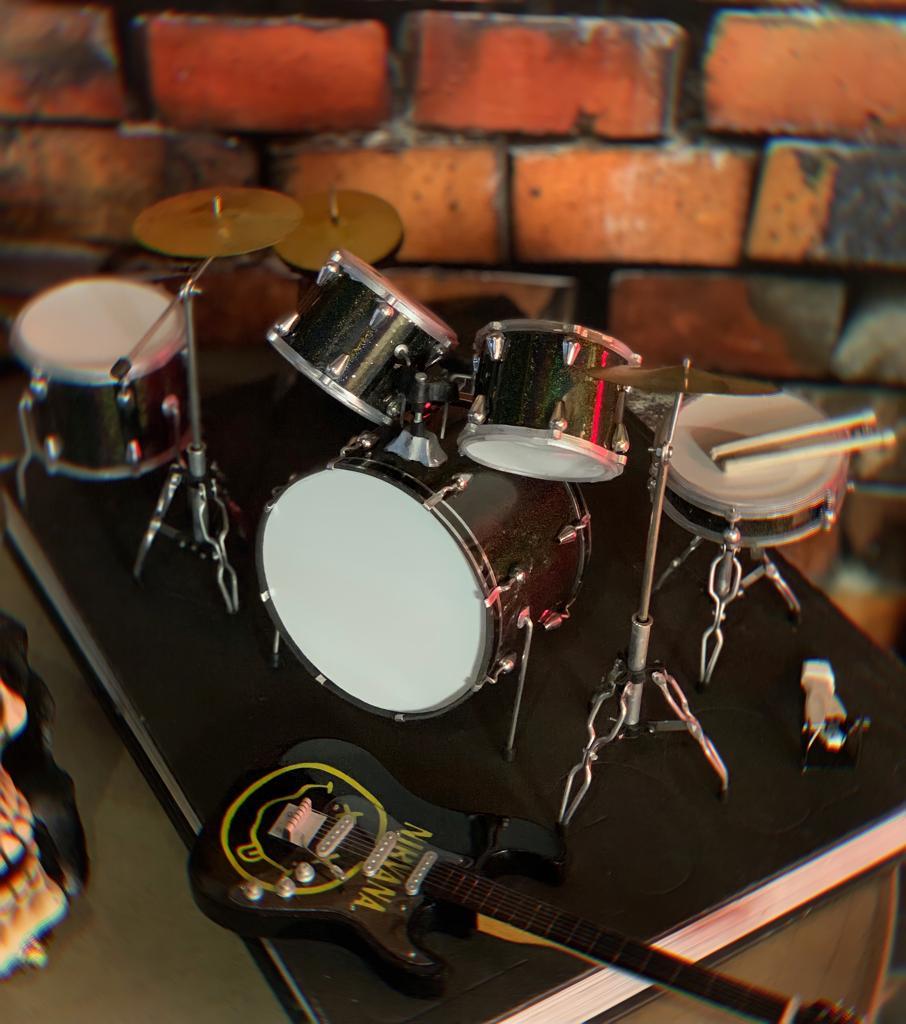 Mini Réplica Colecionável Decorativa Bateria Branca: Rock 'n Roll