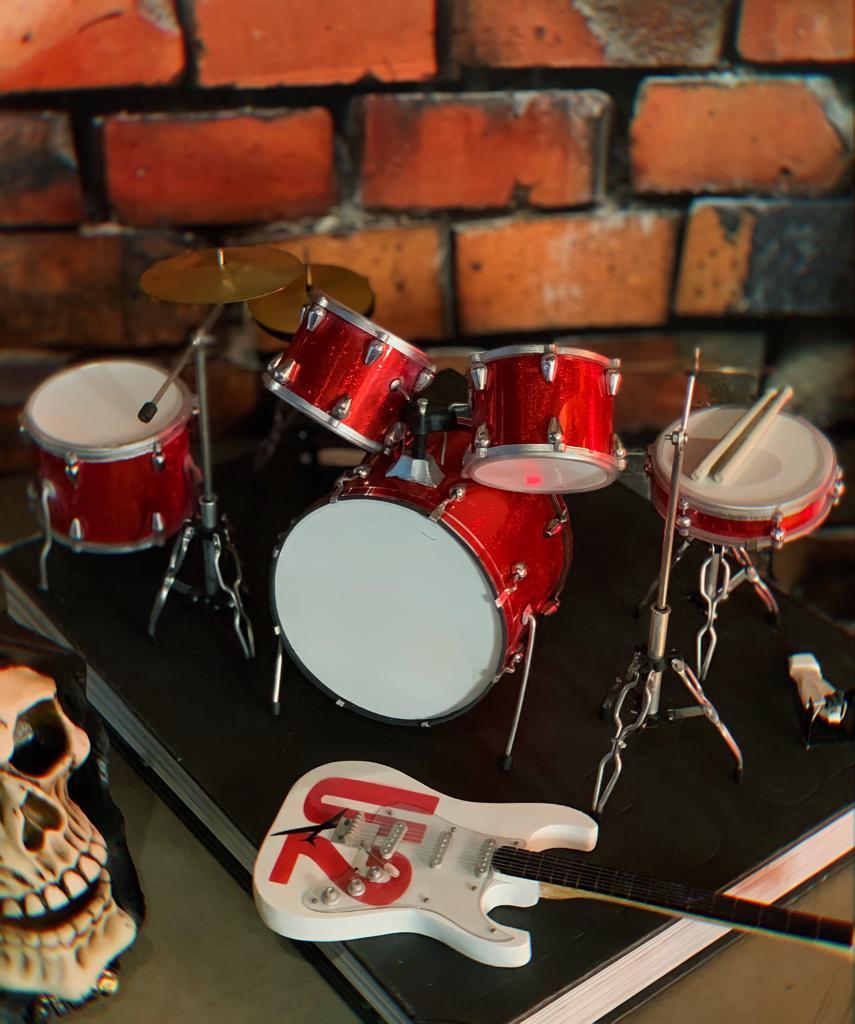 Mini Réplica Colecionável Decorativa Bateria Vermelha: Rock 'n Roll