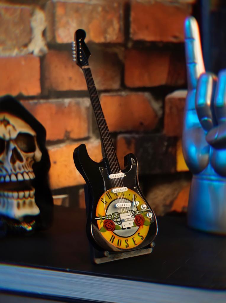 Mini Réplica Colecionável Decorativa Guitarra Banda Guns N' Roses: Rock and Roll RC-105