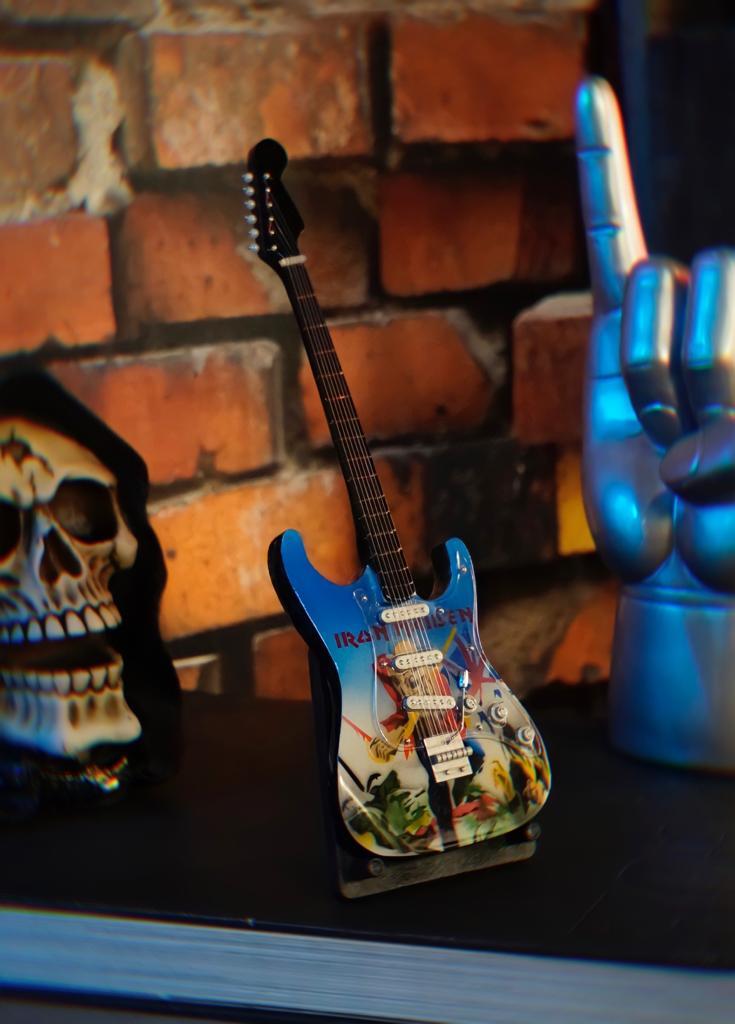 Mini Réplica Colecionável Decorativa Guitarra Banda Iron Maiden: Rock and Roll RC-105