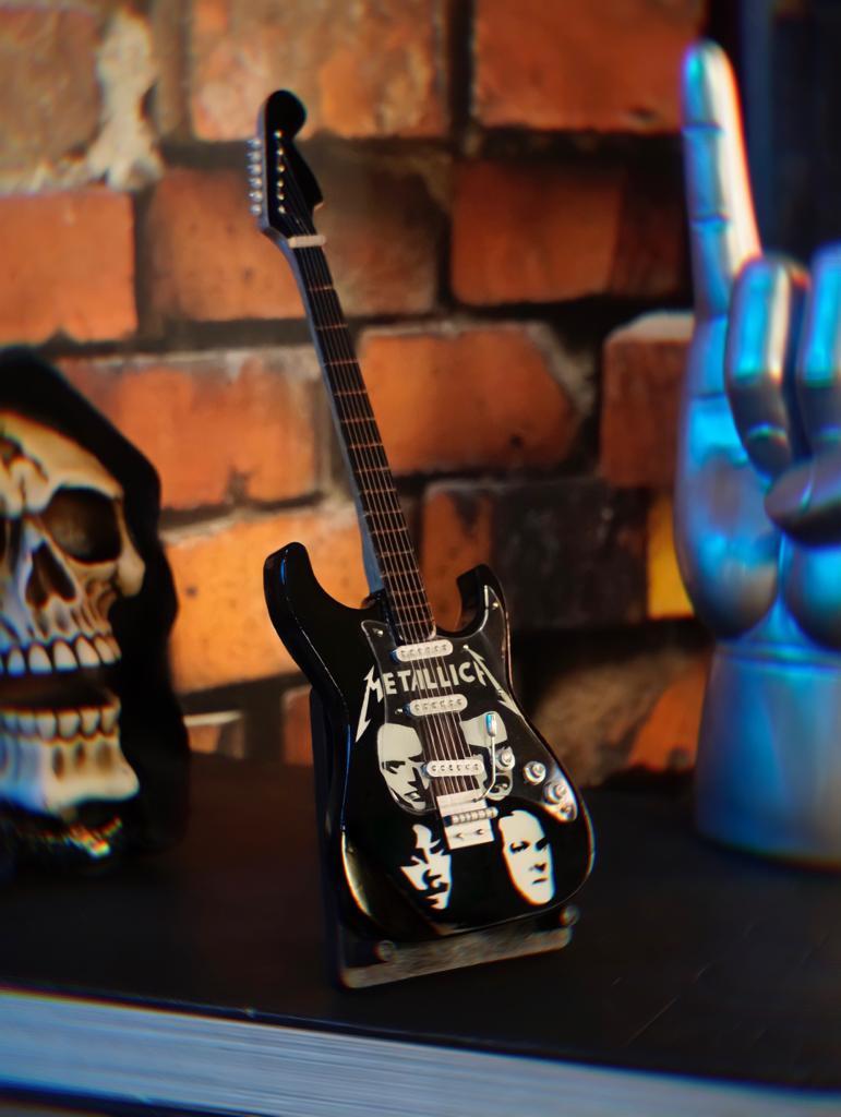 Mini Réplica Colecionável Decorativa Guitarra Banda Metallica: Rock and Roll RC-105