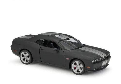 Miniatura Carro Colecionável Dodge Challenger SRT 2012 Preto Fosco Diecast Escala 1/24 - Welly - MKP