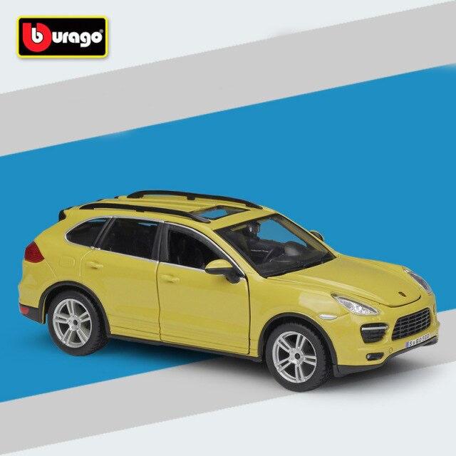 Miniatura Carro Colecionável Porsche Cayenne Turbo Amarelo Diecast Escala 1/24 - Bburago - MKP