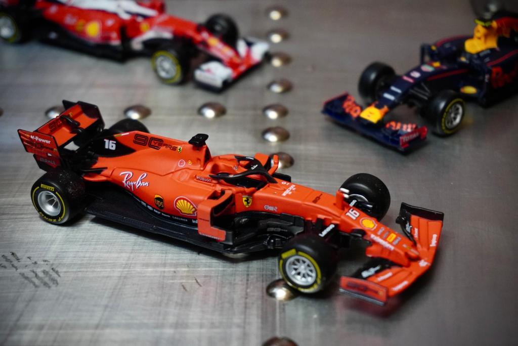 Miniatura Colecionável Carro Ferrari Racing F1 SF90 Austrália GP  Fórmula 1  1/43 Diecast - Bburago