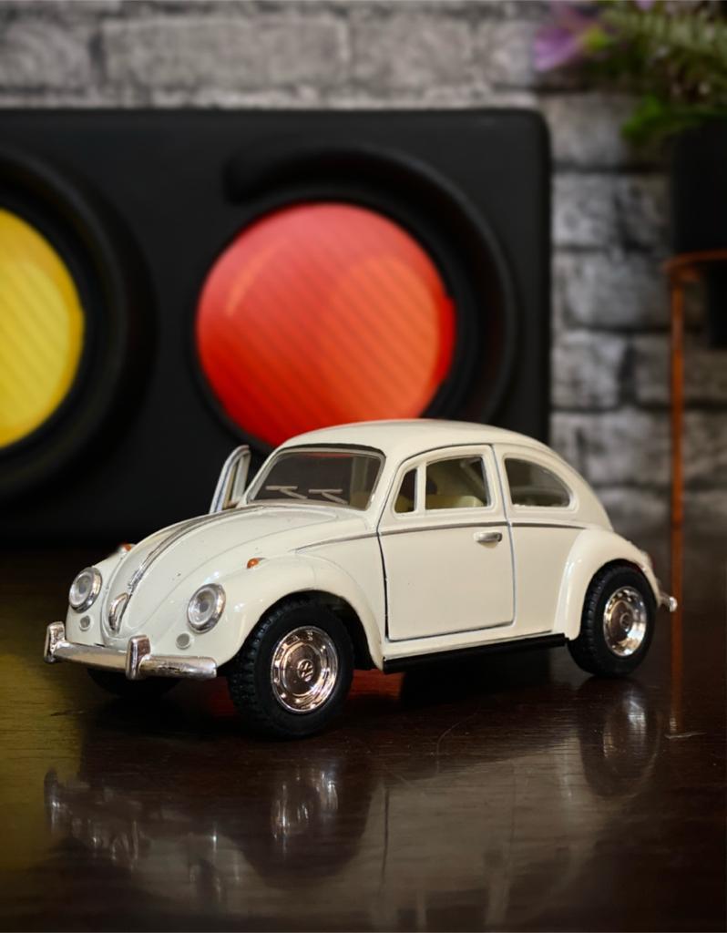 Miniatura Fusca De Fricção Beetle Volkswagen Clássico 1967- Die Cast Escala 1/32 (Branco)