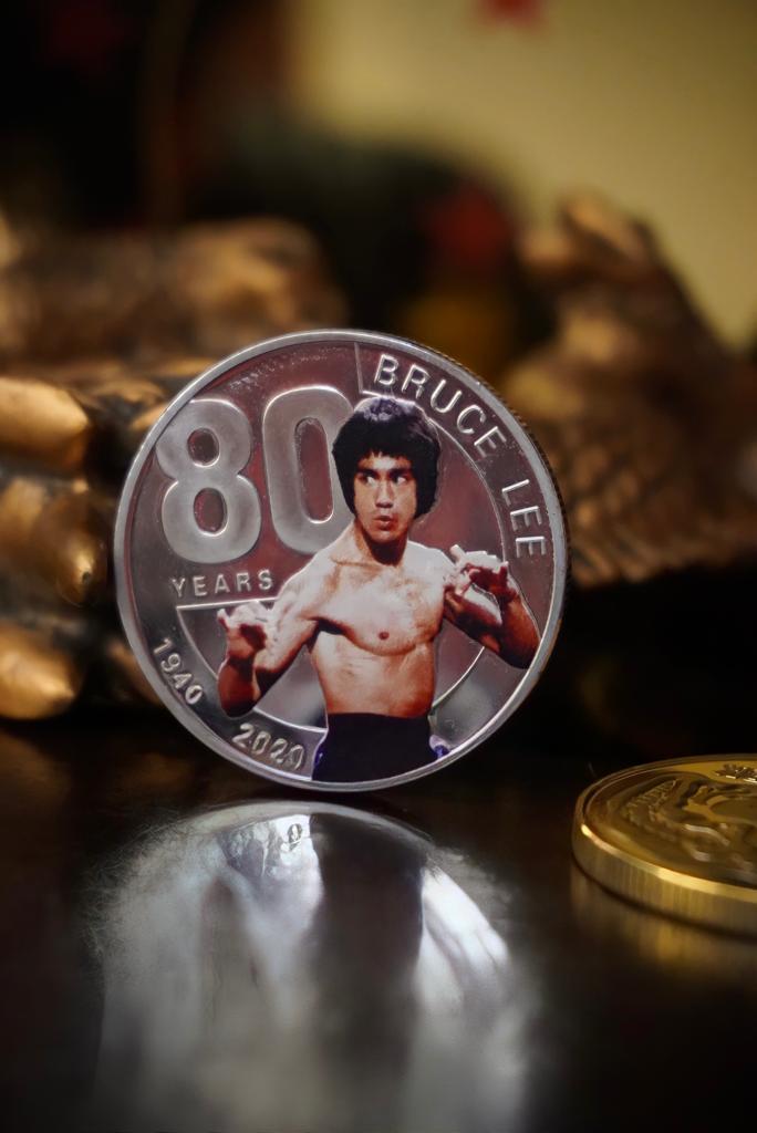 Moeda Comemorativa Bruce Lee 80 Anos