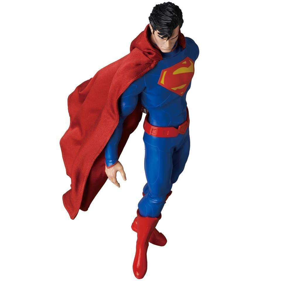 New 52: Superman Escala 1/6 - Medicom