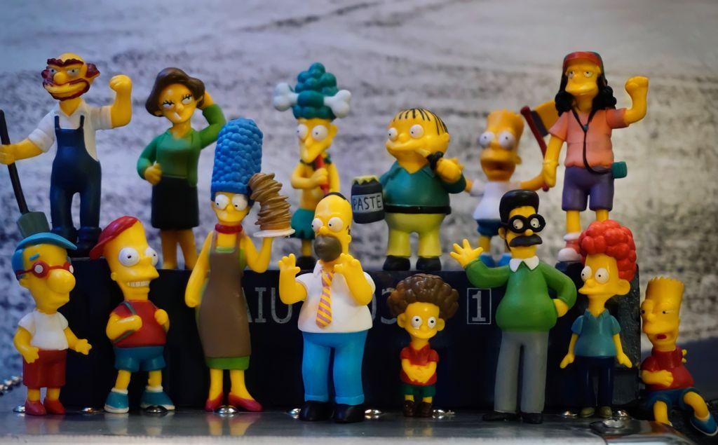 Pack com 14 Mini Figuras Os Simpsons The Simpsons Personagens Sortidos