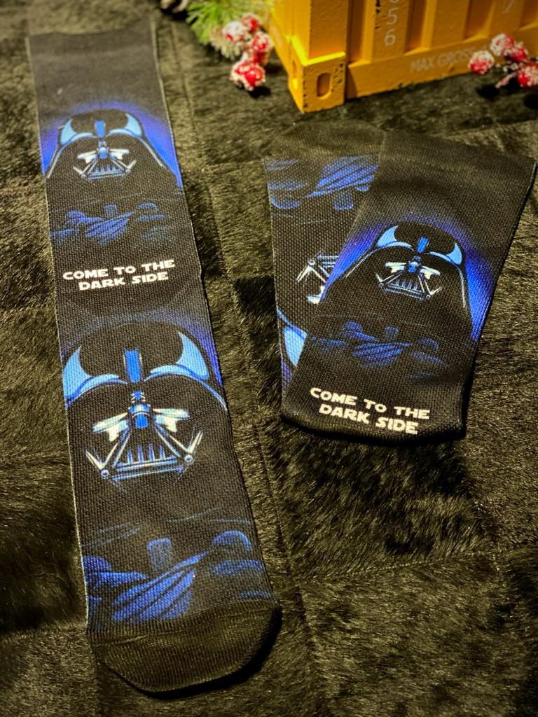 "Par de Meias Geek Darth Vader ""Come To The Dark Side"": Star Wars"