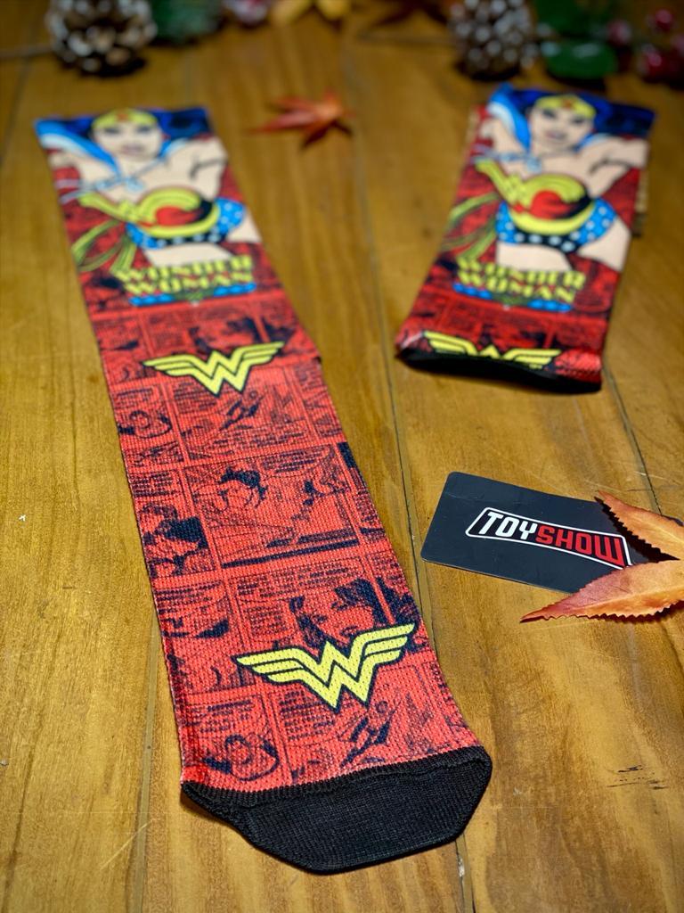 Par de Meias Geek Logo E Quadrinhos Mulher Maravilha (Wonder Woman): DC Comics