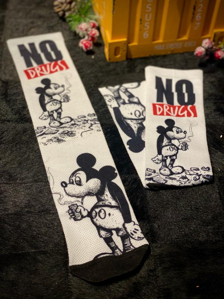 """Par de Meias Geek Mickey """"No Drugs"""": Mickey Mouse"""