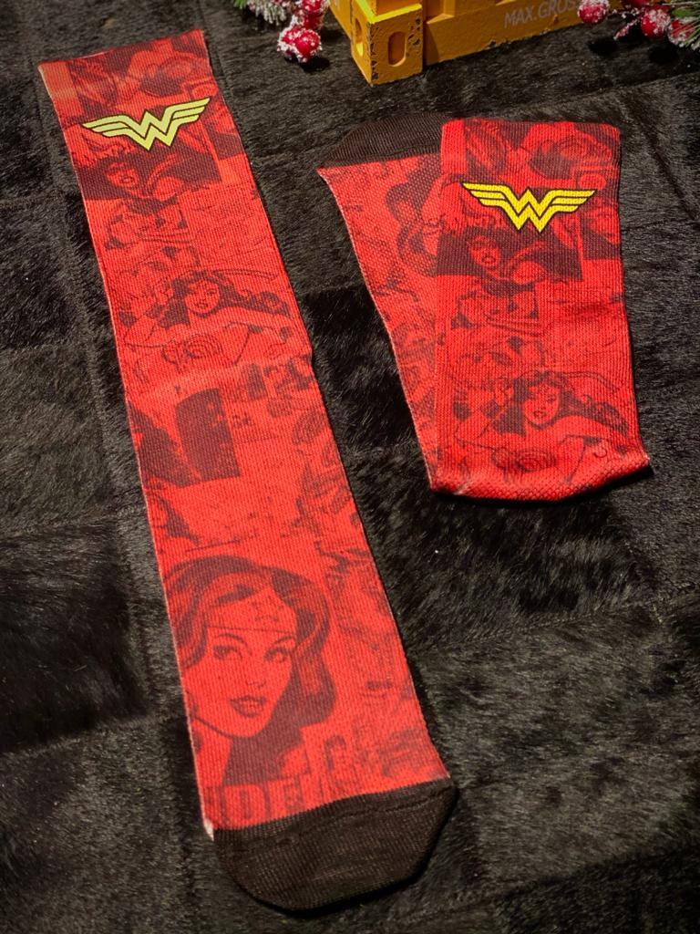 Par de Meias Geek Mulher Maravilha (Wonder Woman): DC Comics