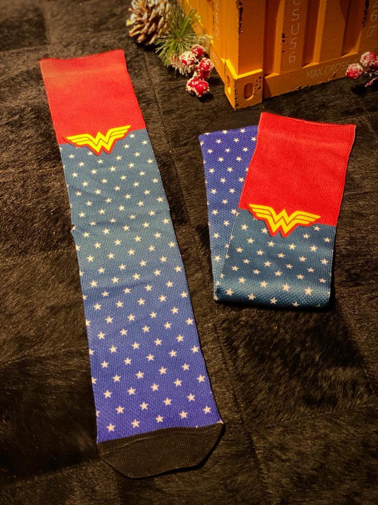 Par de Meias Geek  Uniforme Mulher Maravilha (Wonder Woman): Dc Comics