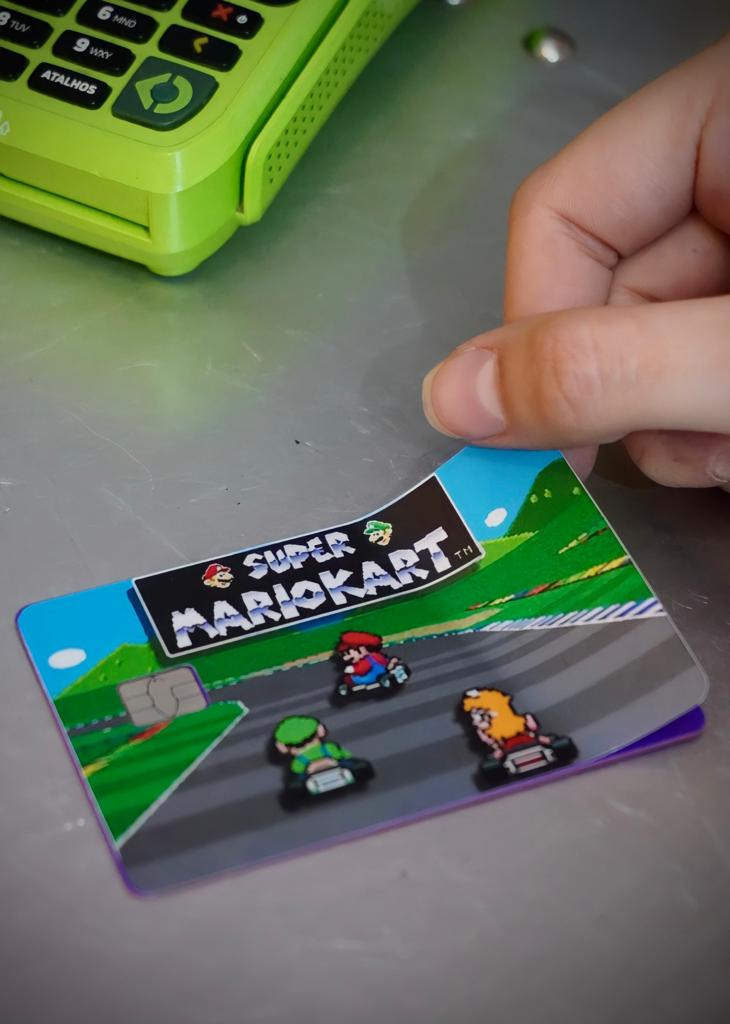 Película Adesiva Geek Cartão de Crédito e Débito Super Mario Kart Super Nintendo: Super Mario Bros. - EV
