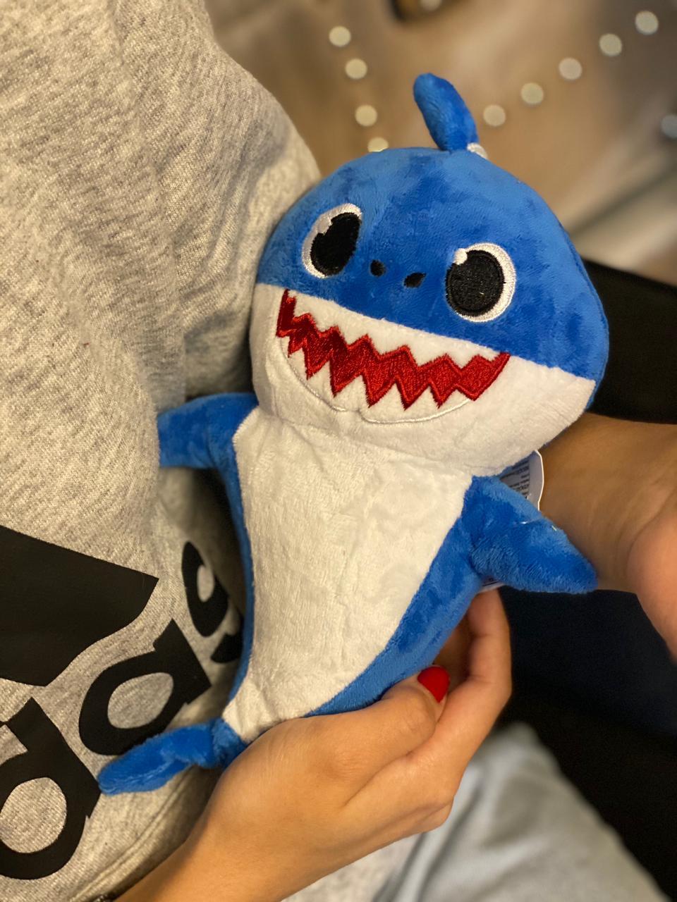 Pelúcia Baby Shark Baby Azul Com LED e Música