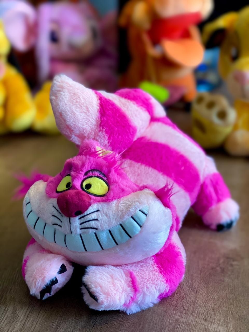 Pelúcia Gato Risonho: Alice no País das Maravilhas (Alice in Wonderland) Disney - FUN