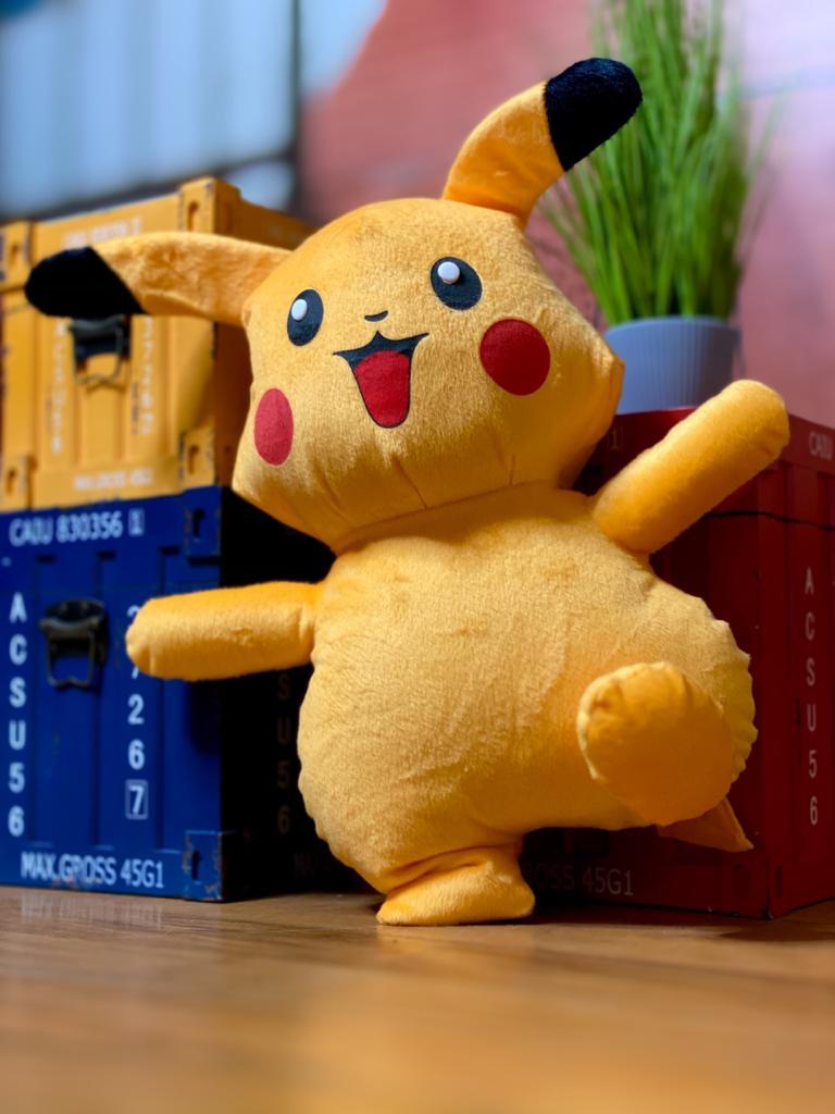 Pelúcia Pikachu: Pokémon (42 cm)