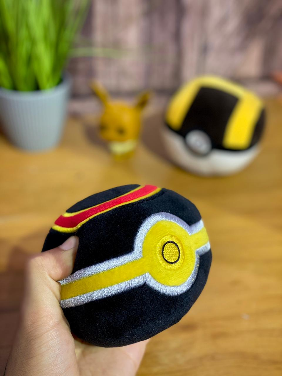 Pelúcia Pokebola - Bola Luxuosa (Luxury Ball): Pokémon - DTC