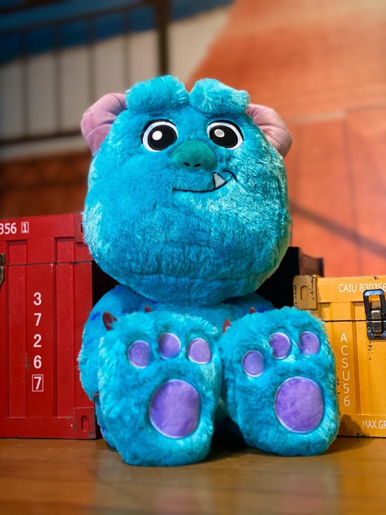 Pelúcia Sulley (Big Feet) Grande: Monstros S.A (Monsters, Inc)
