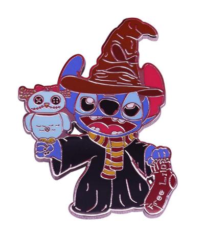Pin Bottom Metálico Stitch com Chapéu Seletor: Lilo & Stitch e Harry Potter - MKP