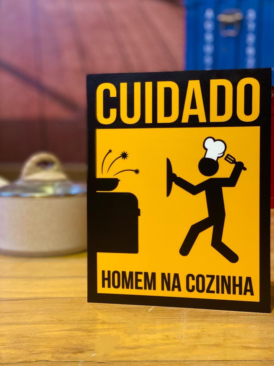 Placa Decorativa Cuidado Homem Na Cozinha