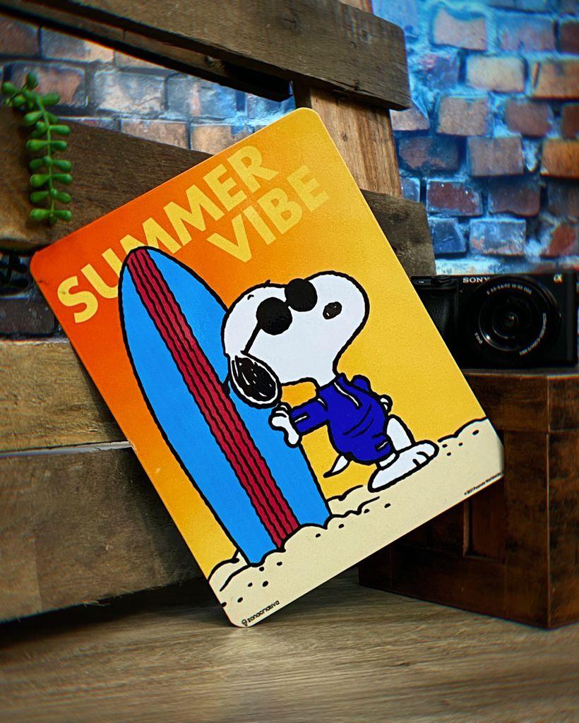 Placa Decorativa de Metal Snoopy Vibe Verão: Peanuts - Zona Criativa